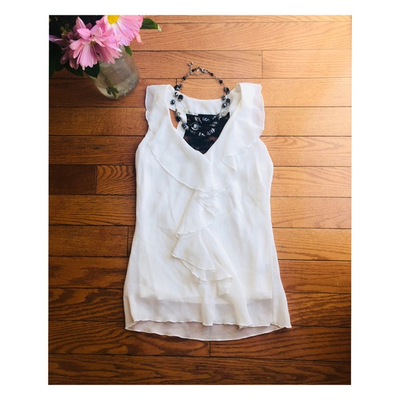 73f84e6d8c52b Iz Byer Tops - 🌿 5 for  25  Sleeveless V Neck top with lace